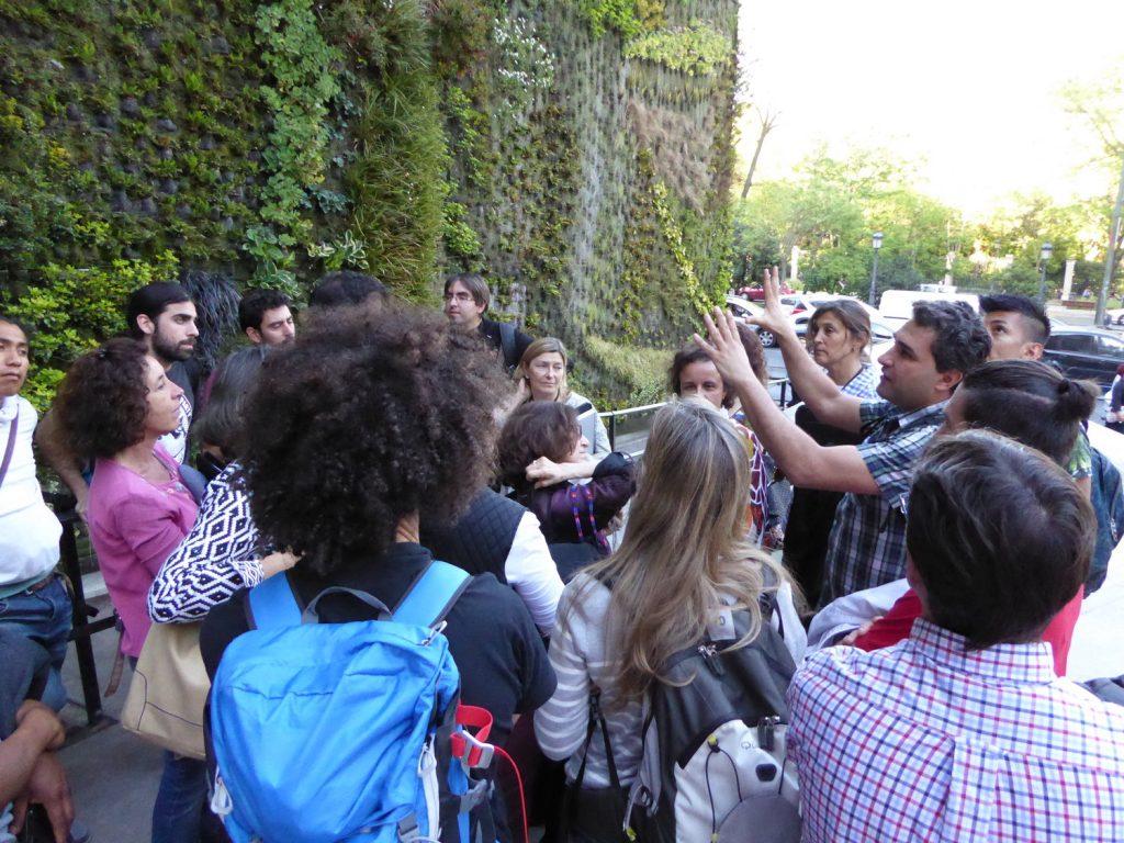 Visita a jardines verticales en Madrid