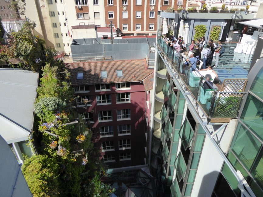 Visita a Jardines Verticales en Madrid - Visita Hotel Mercure