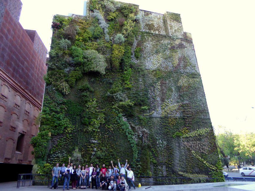 Visita al Jardín vertical de Caiza Forum de Madrid