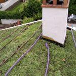 Detalle de siego en un tejado verde a dos aguas
