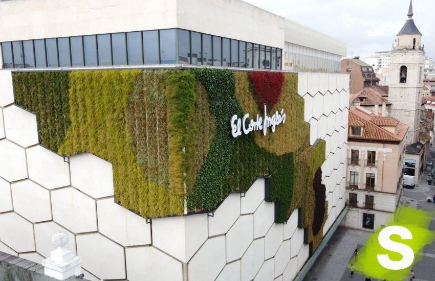 Jardín vertical en la fachada del Corte Inglés de Valladolid