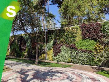 Jardín vertical en el parque del Canal de Isabel II Madrid