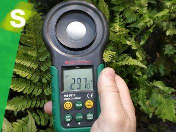 como medir la iluminación de los jardines verticales con un luxometro