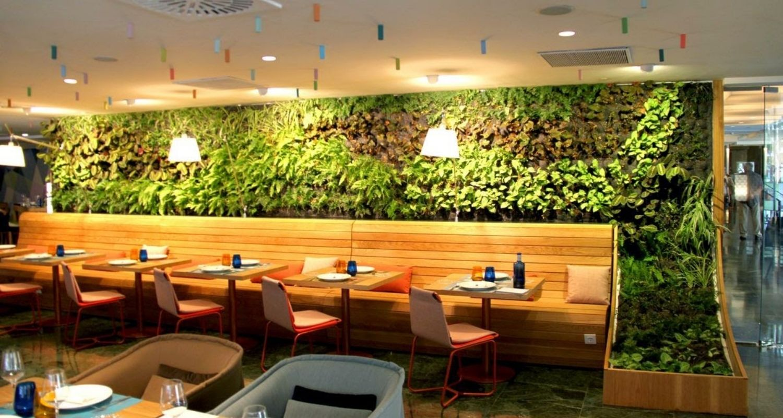 Jardin vertical interior restaurante