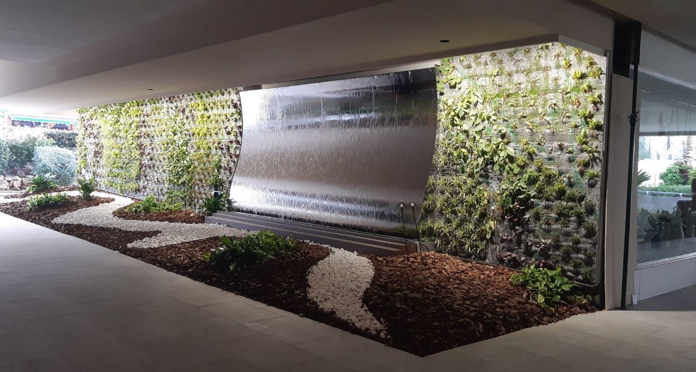 Plantación jardín vertical en hotel
