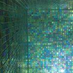 acabado de material en piscina natural