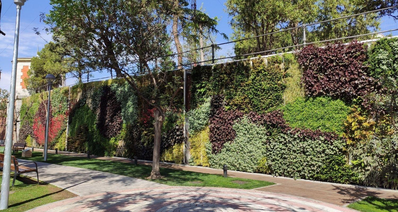 Jardín vertical colocado en el Canal de Isabel II en Madrid