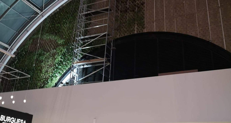 Montaje de una jardín vertical en un centro comercial