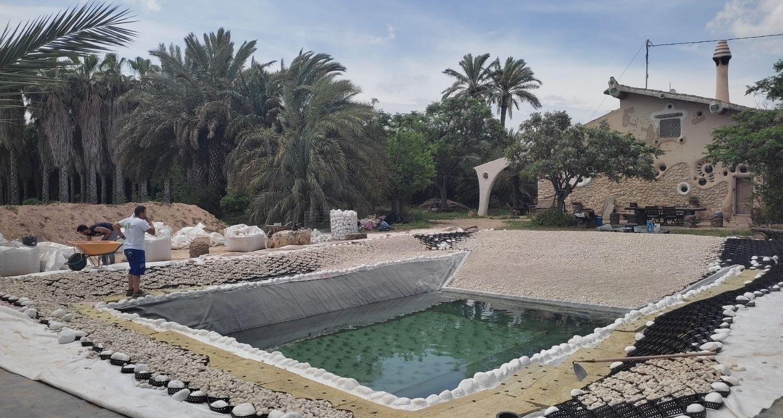 Ejecución de una piscina natural con playa