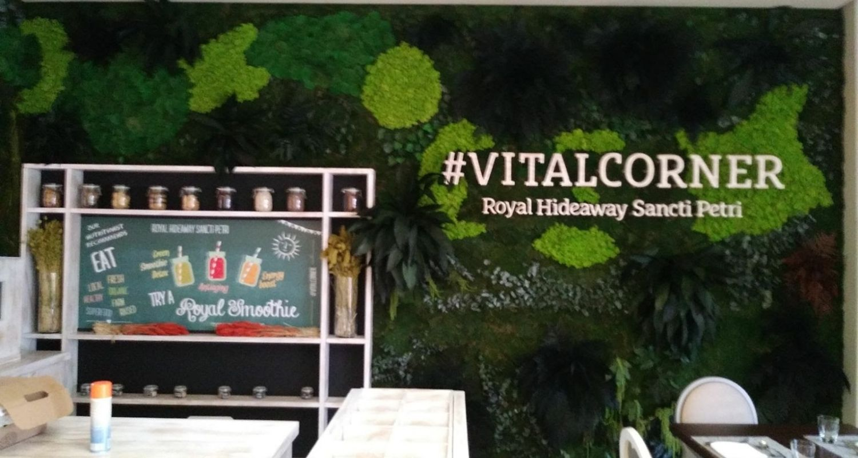 Jardín vertical artificial en restaurante